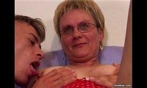 GILF threesome xVideos