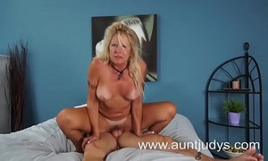 Hot Blond GILF Gets Fucked Good xVideos