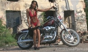 Tough girl shows off her luscious body AnalDin