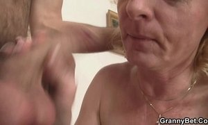 Young dude picks up and fucks cute mature blonde xVideos