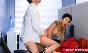 Tattooed Asian bombshell getting fucked in the office AnalDin