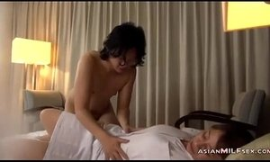 Mature Masseuse Licked Fingered Sucking Guy Fucked Getting Facial On The Bed In xVideos