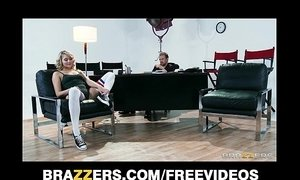 Flexible blond dancer Mia Malkova shows off her assets for a role xVideos
