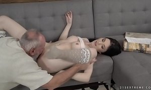 Mia Evans loves older guys xVideos