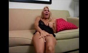 Blonde Hot Mom Masturbating xVideos