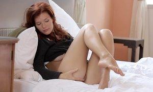 Amazing redhead babe showing pussy Beeg