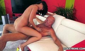 Kinky Coco fucks a horny geezer xVideos
