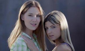 Licking teens Caroline & Gina Gerson Beeg