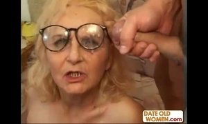 Granny in glasses gets a good fuck xVideos