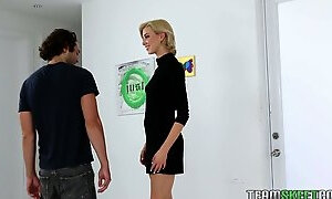 Tall blonde Hailey Reed is sucking dick before a steamy pussy pounding