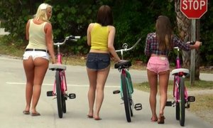 Three Good Lesbian Asses Beeg