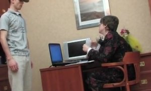 Mature boss in glasses lowers pantyhose for cunnilingus AnalDin